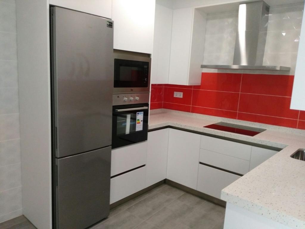 Cocina modelo zenit metaldeco blanco for Muebles totana